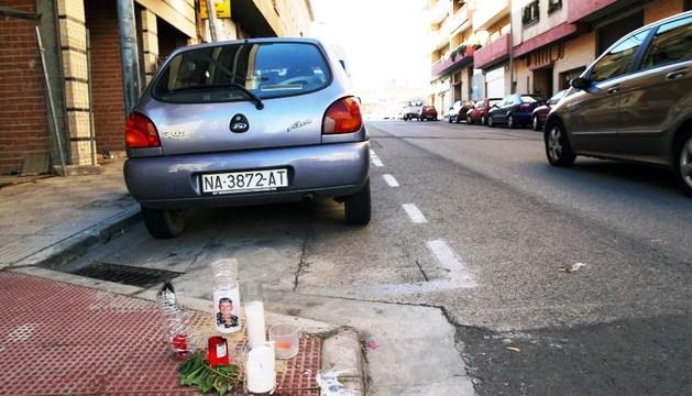Velas en recuerdo de Hugo Montalvo Manzanillas en el lugar donde recibió la paliza en la calle Baquero Jacoste