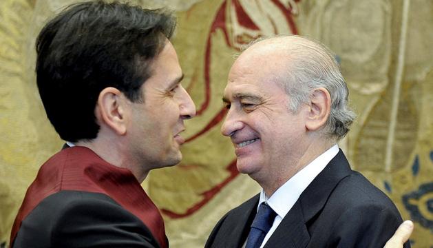 El ministro del Interior, Jorge Fernández Díaz, con Ricardo Fernández Gracia.