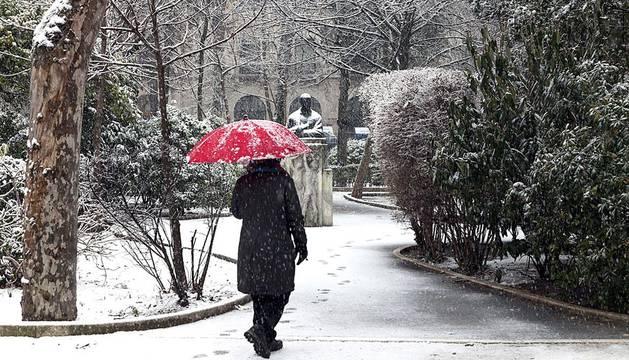 La nieve caída durante las últimas horas de este martes 22 de enero, la niebla y las placas de hielo han provocado el corte de carreteras han condicionado el tráfico en numerosos puntos de Galicia, País Vasco, Aragón y el centro de la península.