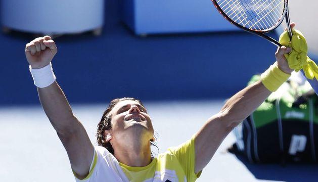 David Ferrer celebra la victoria que logró ante su compatriota Nicolás Almagro