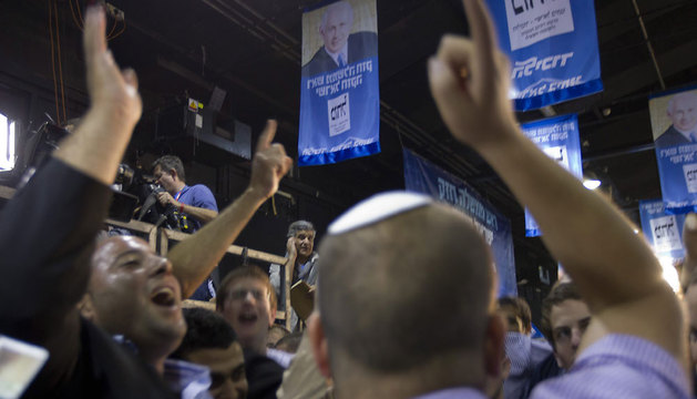 Seguidores de Likud - Yisrael Beitenu se congregan en Tel Aviv celebrando la victoria de Netanyahu.