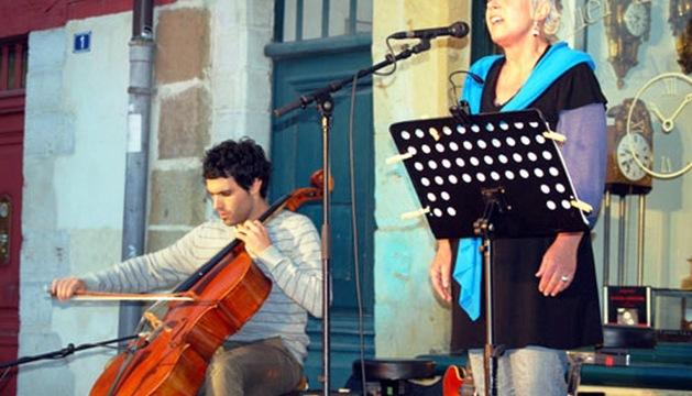 Maddi Oihenart y Jérémie Garat, en un concierto anterior