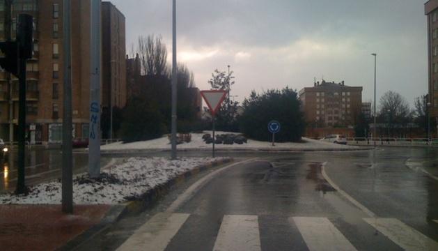 Aunque la nieve dejaba una estampa invernal en la capital, las carreteras no presentaban problemas