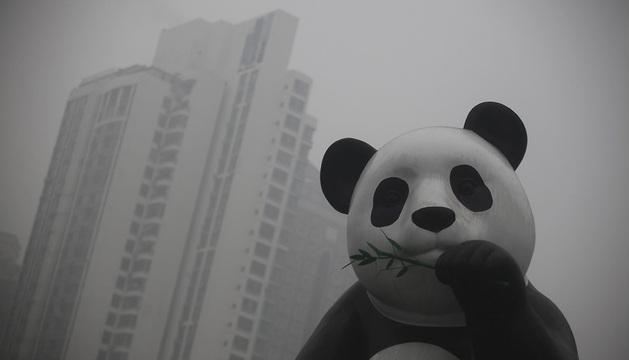 La fuerte contaminación ha reducido la visibilidad a los cien metros.