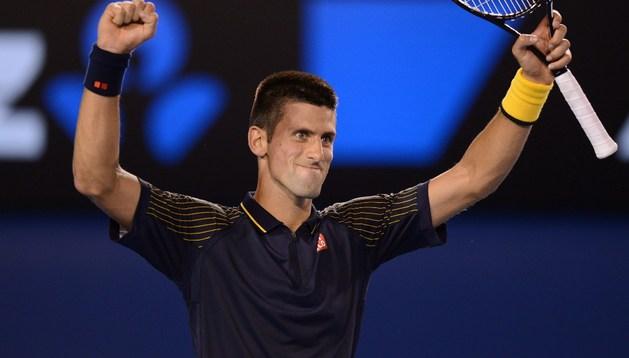 Djokovic celebra su victoria ante David Ferrer en las semifinales del Open de Australia
