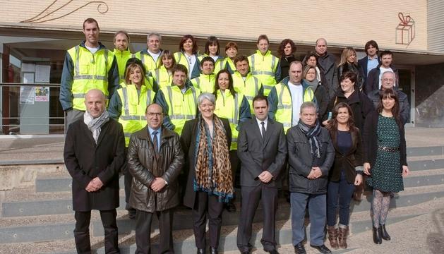 La vicepresidenta Goicoechea, con las autoridades locales y los participantes en el taller