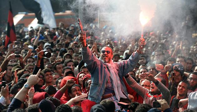 Aficionados del club Al Ahly celebran con júbilo la petición de pena de muerte para los acusados