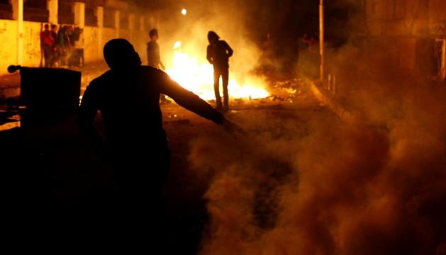 Los manifestantes se enfrentan a las fuerzas de seguridad en Egipto