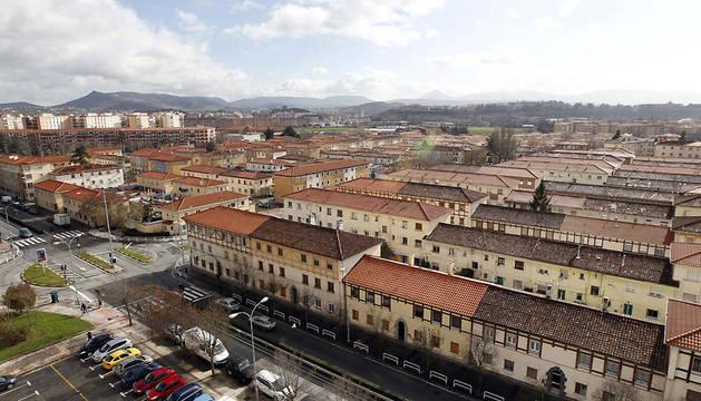 Los tejados de las casas de la Chantrea, en primer plano.