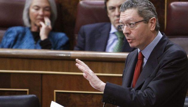El ministro de Justicia, Alberto Ruiz-Gallardón, durante su intervención en la sesión de control al Gobierno