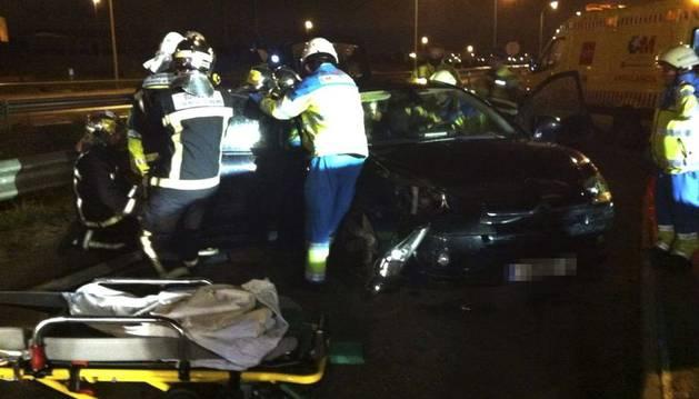 Fotografía cedida por la Comunidad de Madrid del accidente ocurrido esta noche en el kilómetro 53 de la autovía M-50 de Madrid,