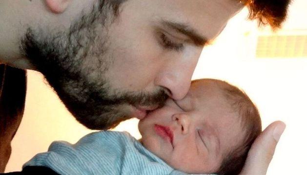 Fotografía facilitada por el Departamento de Comunicación de la cantante Shakira, de la primera foto oficial de su hijo Milan Piqué Mebarak