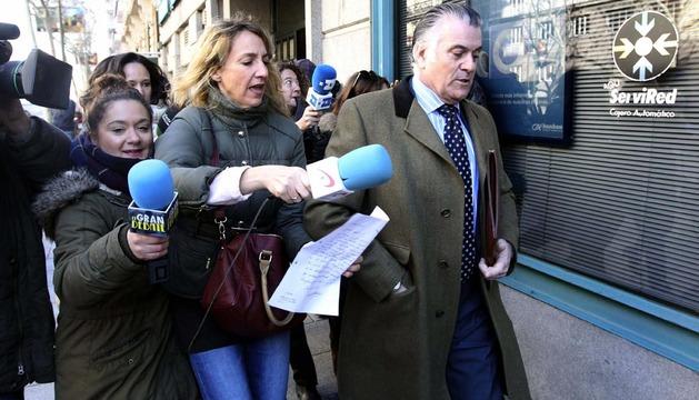El extesorero del PP Luis Bárcenas a la salida de su domicilio en Madrid este martes