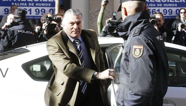 El exsenador y extesorero del PP Luis Bárcenas, a su llegada esta mañana a la sede de la Fiscalía Anticorrupción