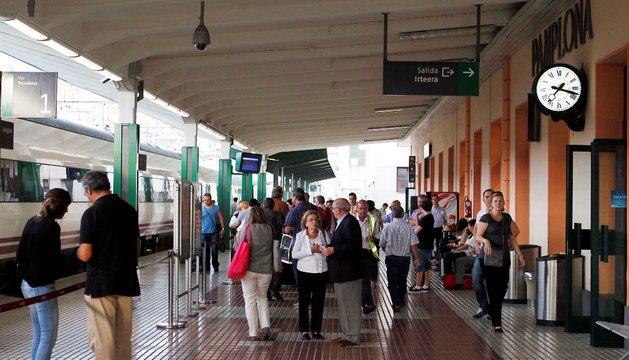 Andén de la estación de tren de Pamplona
