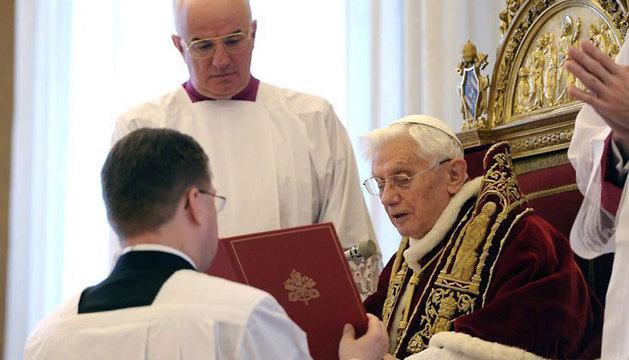 El Papa Benedicto XVI en su discurso, durante el Consistorio de cardenales en la Ciudad del Vaticano.