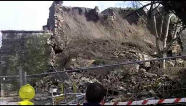 Derrumbe de la muralla en Labrit