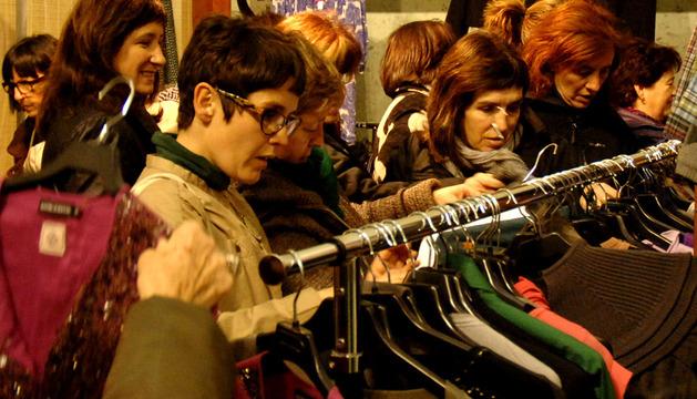 Mujeres asistentes a la feria del stock tafallesa celebrada en el año 2011.