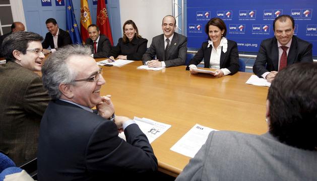 Carlos García Adanero (d), durante una reunión del comité ejecutivo de UPN
