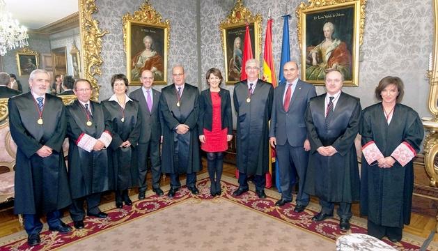 Yolanda Barcina dirige unas palabras a los miembros del Consejo de Navarra