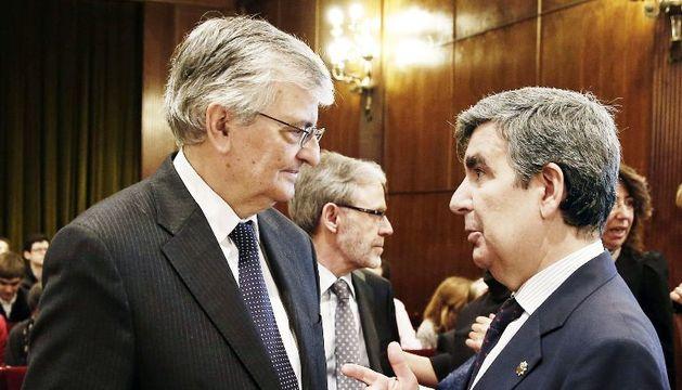 El fiscal general del Estado, Eduardo Torres-Dulce , y el presidente del TSJN, Juan Manuel Fernández (d), conversan en el interior de la UN