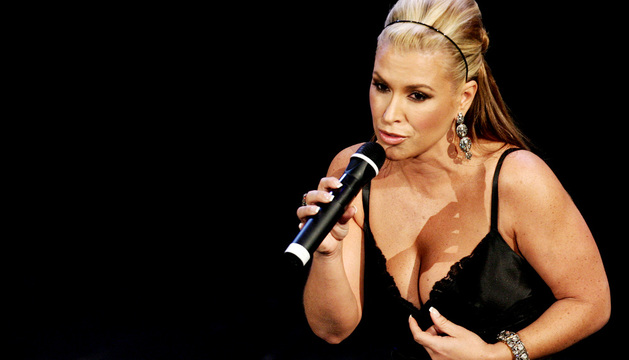 Anastacia en un concierto en el teatro Aniston de San Remo.