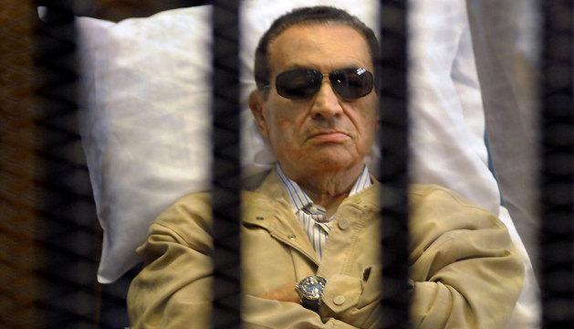 Imagen del exdictador egipcio Mubarak, la última vez que fue juzgado en noviembre de 2012.