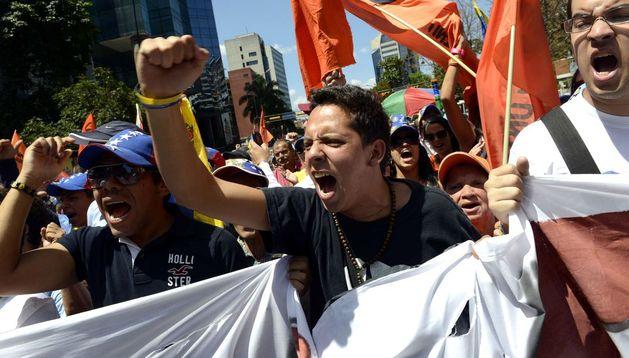 Los opositores marcharon por el centro de Caracas solicitando la