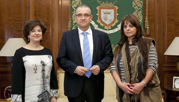 Imagen del encuentro en el Ayuntamiento de Pamplona