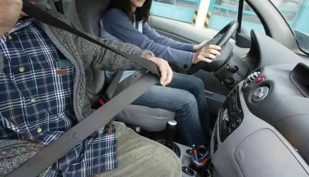 Los agentes verificarán el uso de los elementos de seguridad pasiva de los vehículos por parte de los conductores y viajeros