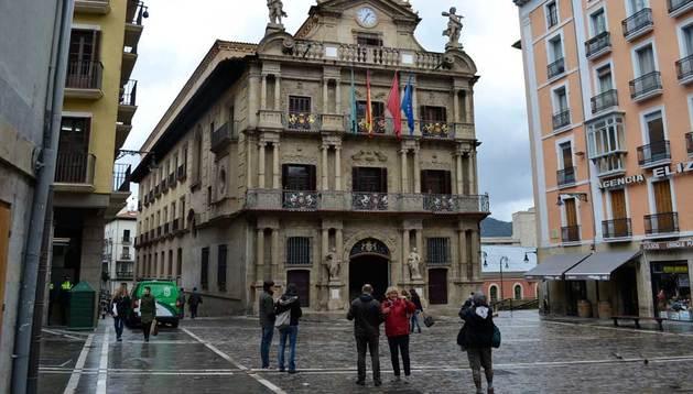 Los cielos estarán nubosos este lunes en Navarra, donde se esperan lluvias débiles o moderadas.