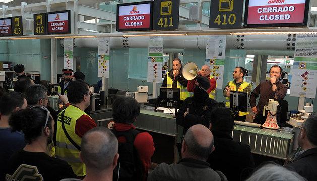 Trabajadores de Iberia en el El Prat de Llobregat.