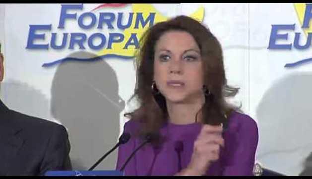 """Rajoy presenta a Cospedal como """"una mujer excepcional"""""""