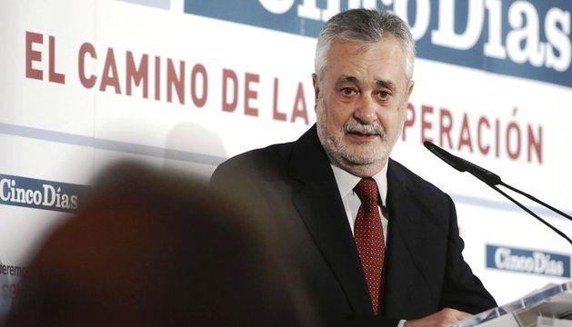 El presidente de la Junta de Andalucía, José Antonio Griñán, durante su participación en un desayuno informativo hoy en Sevilla
