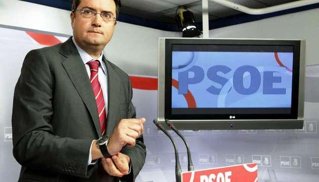 El secretario de Organización del PSOE, Oscar López, tras la reunión de la Comisión Permanente de la Ejecutiva Federal