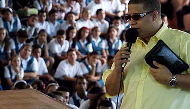 Héctor Delgado, El Father, predicando
