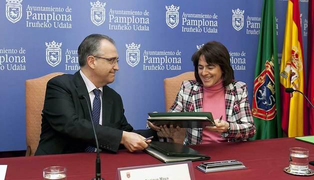 Enrique Maya y Marta Vera suscriben el convenio de colaboración