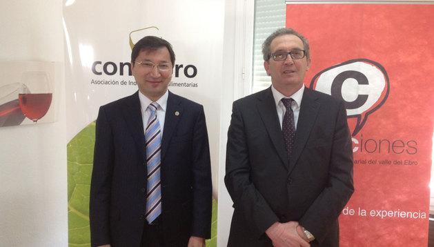 El embajador de Kazajstán, Bakyt Dyussenbayev, y el presidente de Consebro, José Pedro Salcedo