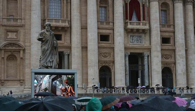 Público congregado en el Vaticano