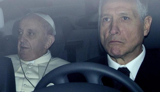El Papa Francisco a su llegada a Santa María la Mayor en Roma