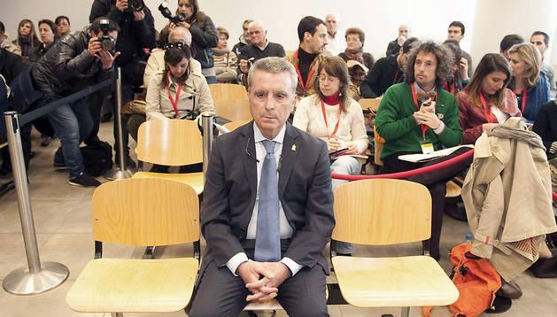 El torero José Ortega Cano, en la sala de los juzgados de Sevilla, durante la tercera jornada del juicio.