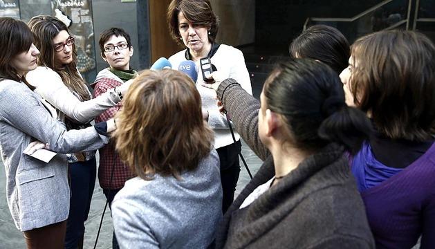 Yolanda Barcina, a su llegada este viernes al Parlamento de Navarra.