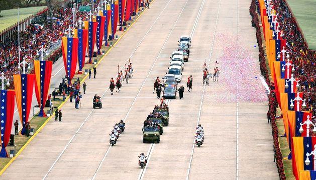 El féretro con los restos de Chávez es conducido al Cuarte de la Montaña