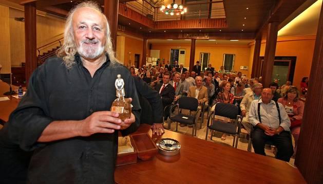 El director Montxo Armendáriz