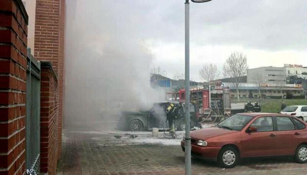 El incendio ha tenido lugar en la plaza Rubén Beloki de Burlada.