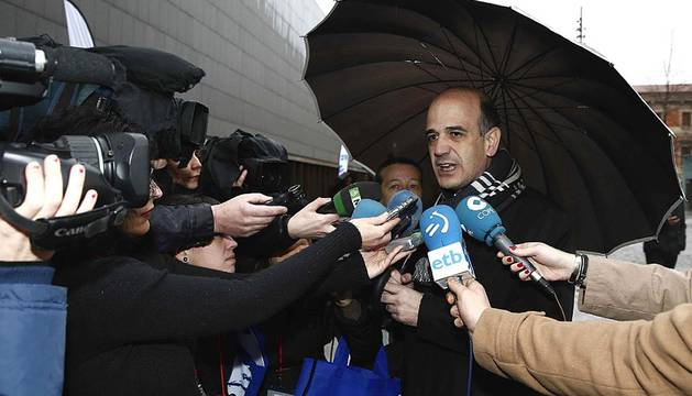 Afiliados de UPN acuden al IX Congreso del partido para elegir al presidente de la formación entre Yolanda Barcina y Alberto Catalán.