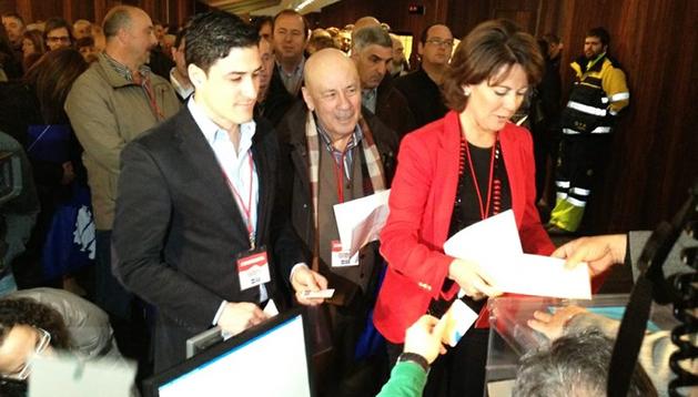 La presidenta del Gobierno de Navarra, Yolanda Barcina, deposita su voto en el IX Congreso de UPN