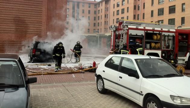 El incendio tuvo lugar en la plaza Rubén Beloki de Burlada.