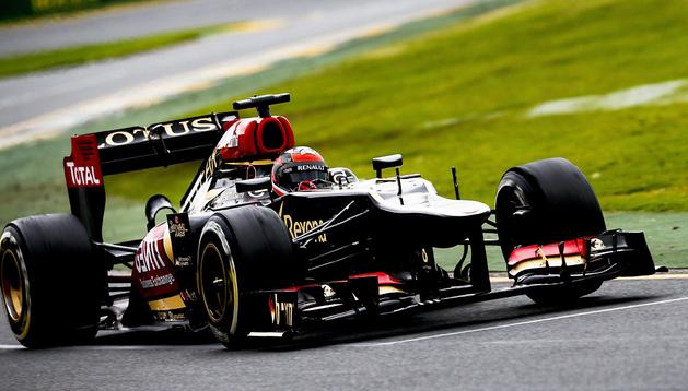 Kimi Raikkonen, a bordo de su Lotus-Renault en el circuito de Albert Park de Melbourne