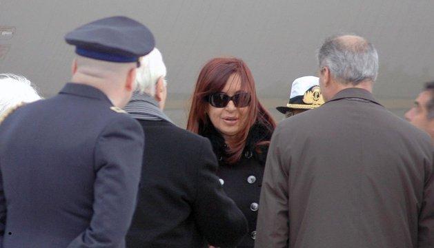 La presidenta de Argentina, Cristina Fernández de Kirchner, a su llegada al aeropuerto de Roma.